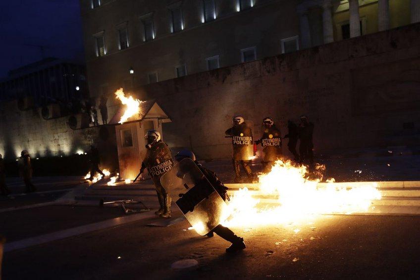 Инциденти пред грчкиот парламент во Атина