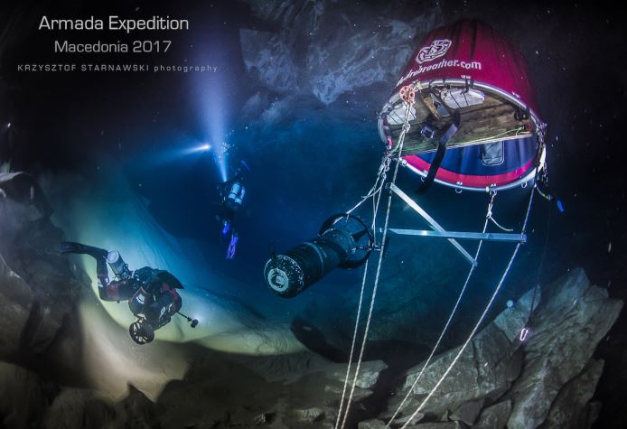 Полскиот нуркач Старнарски се спушти до рекордна длабочина од 240 метри во пештерата Врело на Матка