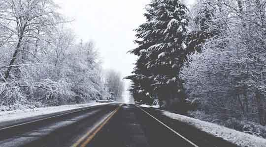 Сообраќајот по влажни коловози  слаб снег на Шапка  Маврово и Стража