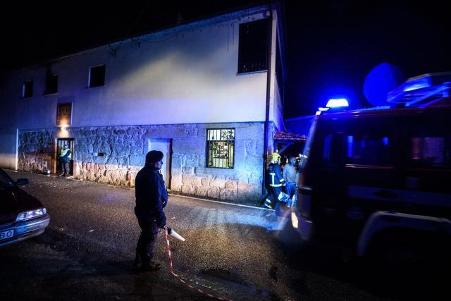 Осум загинати десетици повредени во пожар во зграда во португалија