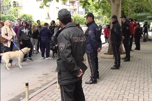 Протест пред домот на скопјанецот кој уби куче со секира во Дебар маало