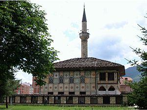 Ограбена Шарената џамија во Тетово  обид за кражба и во џамијата Ринис