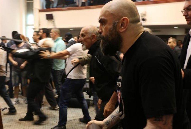 Во Куманово уапсен Игор   Југ  еден од насилниците во Собранието