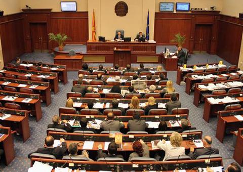 Одбиено барањето за повлекување на Законот за јазиците