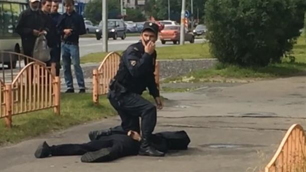 Осум лица повредени во напад со нож во Русија