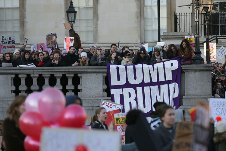 Продолжуваат протестите во САД  Трамп ја посети ЦИА