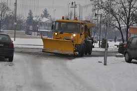Продолжува чистењето на коловозите и тротоарите во Скопје