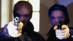 Две маскирани и вооружени лица ја ограбиле обложувалницата  Златна копачка  на пластичарска