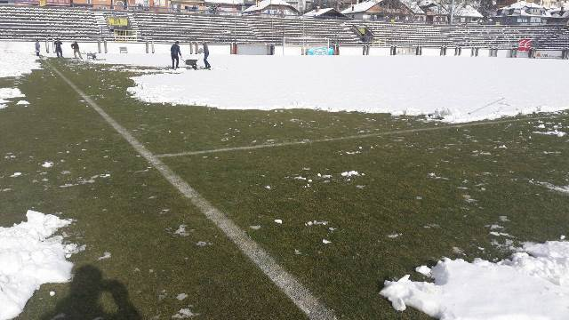 Дербито Шкендија   Вардар одложено 20 минути  се чисти теренот