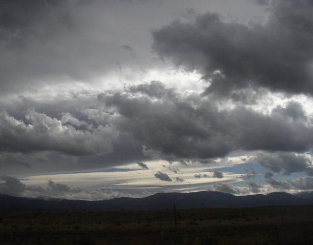 Облачно со слаби врнежи од дожд и снег