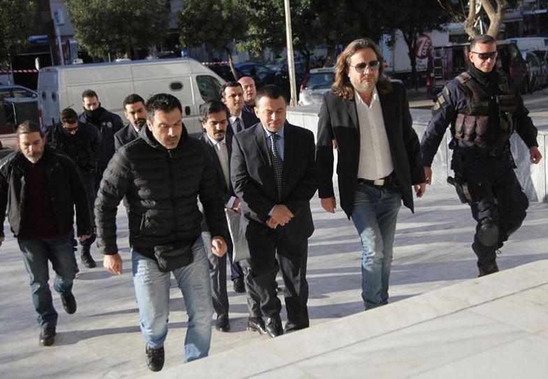 Како турските војници во Грција го поминуваат времето во исчекување на одлуката за нивна екстрадиција