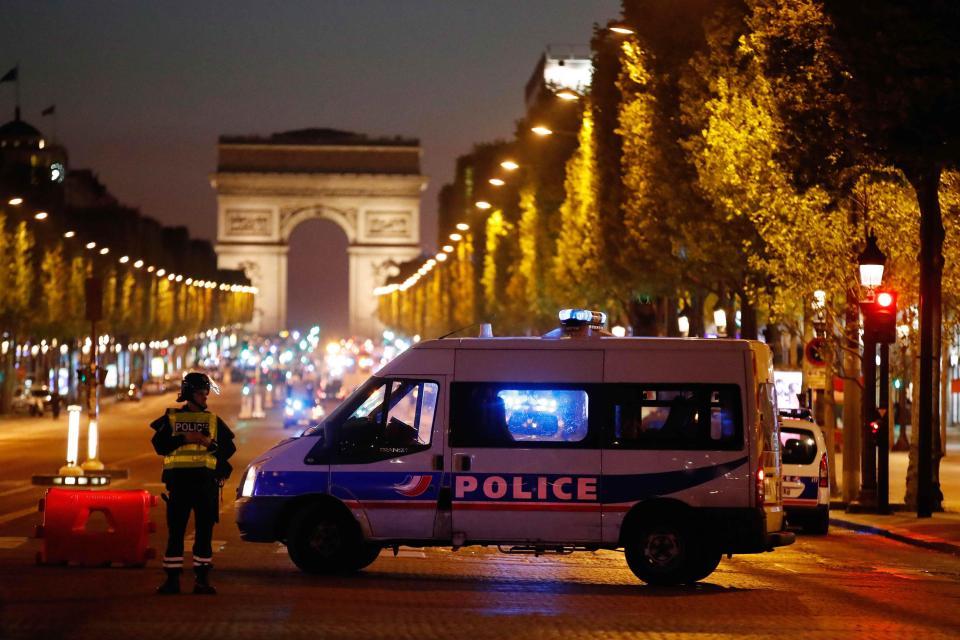 France 24  Почина и ранетиот полицаец во пукањето на Елисејските полиња  најверојатно е терористички напад