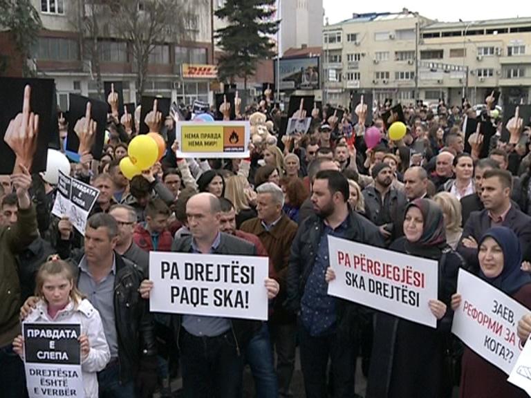 Протест пред Владата против преквалификација на обвинението за малиот Алмир
