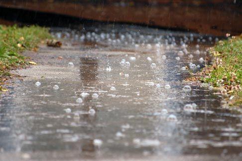 Пороен дожд  грмежи и засилен ветер северно од Куманово