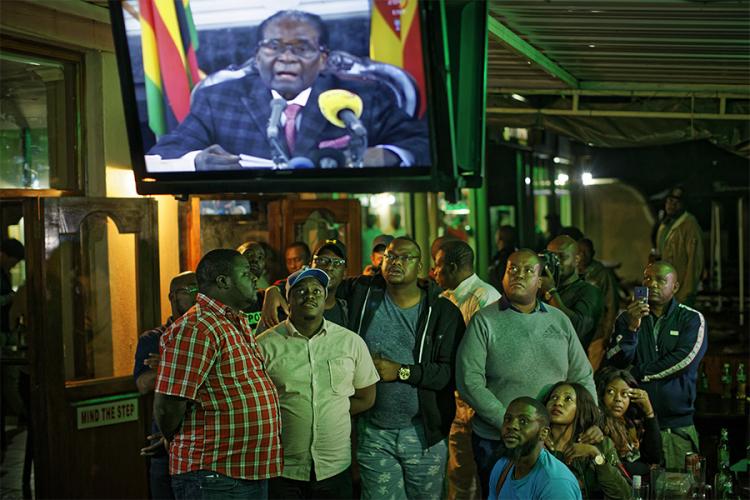 Мугабе се премисли   сепак не поднесува оставка
