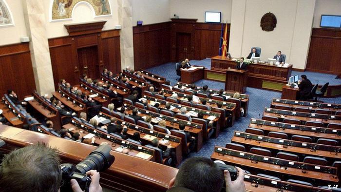 Нова собраниска седница  на дневен ред законот за јазиците и три интерпелации