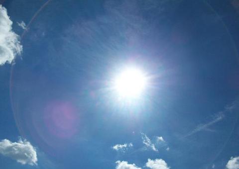 Сончево и многу топло  до 40 степени  попладне краткотраен пороен дожд