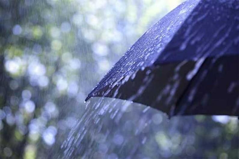 Пороен дожд и грмежи во скопско