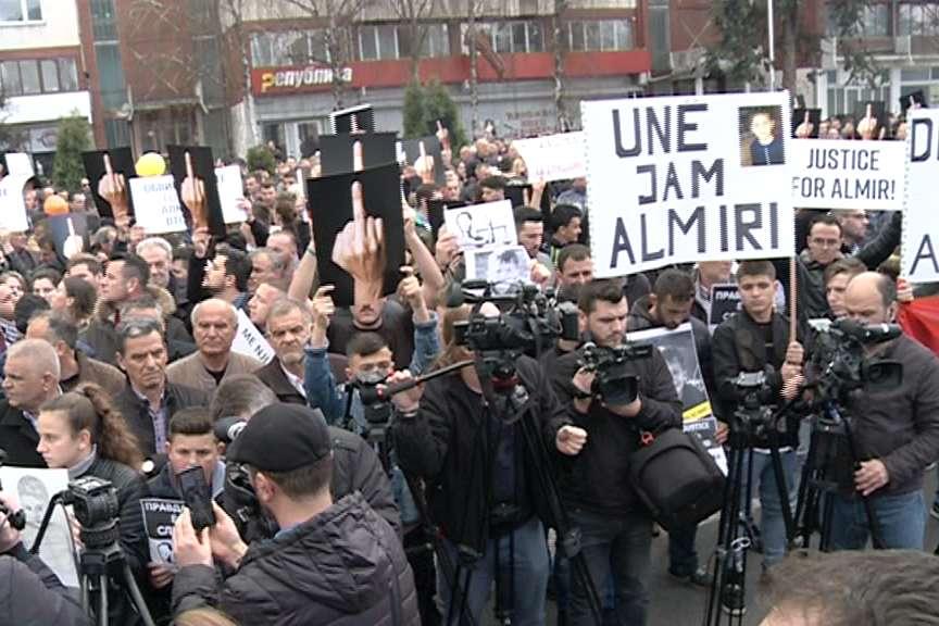 Протест за преквалификацијата на делото за малиот Алмир