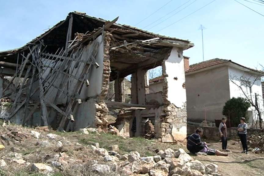 Семејството Стефановски  од Куманово веќе една недела живее под отворено небо
