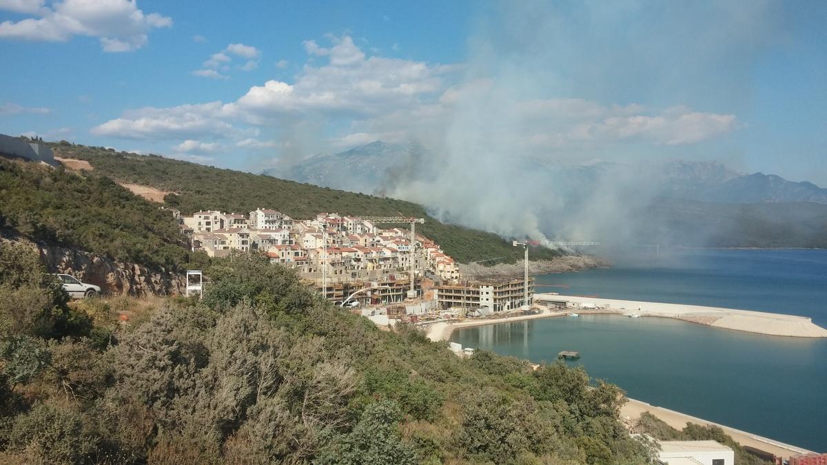 Тиват  Пожарот голта се  луѓето бегаат  евакуирани 100 лица