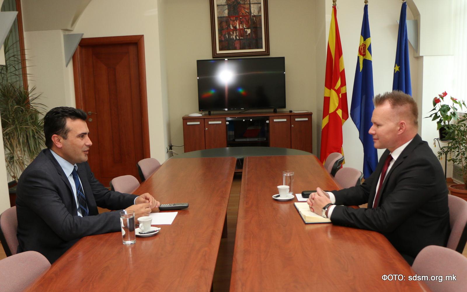 Средба на претседателот на СДСМ Заев со словачкиот амбасадор Безак