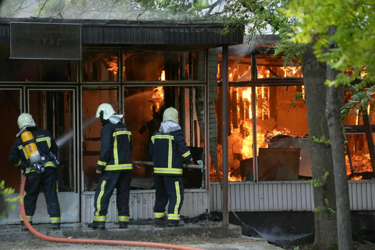 Голем пожар во Скопје  Пеплосани дел од бараките кај бившата Управа за Урбанизам  изгореа непроценливи документи и планови