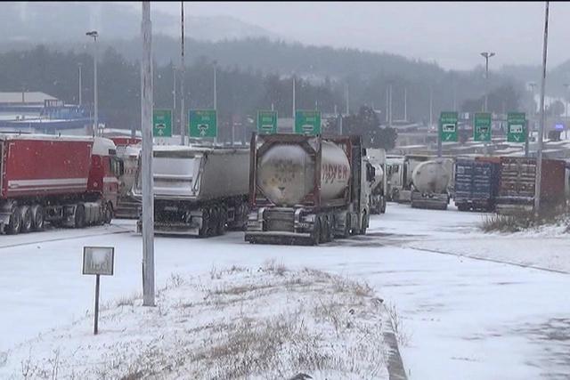 На Евзони за влез во Грција заглавени околу 80 камиони