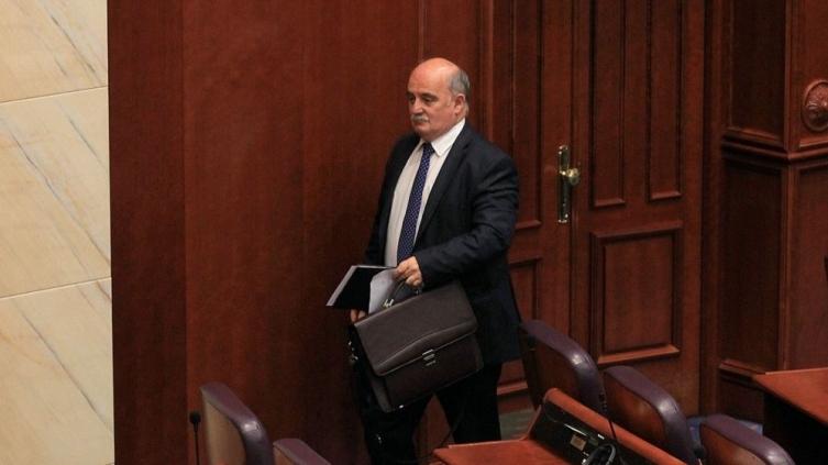 Собранието расправа за разрешување на Зврлевски  расправата ќе продолжи по процедурална пауза