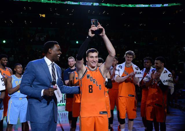 Американците поразени од  Тимот на светот   Богдановиќ МВП