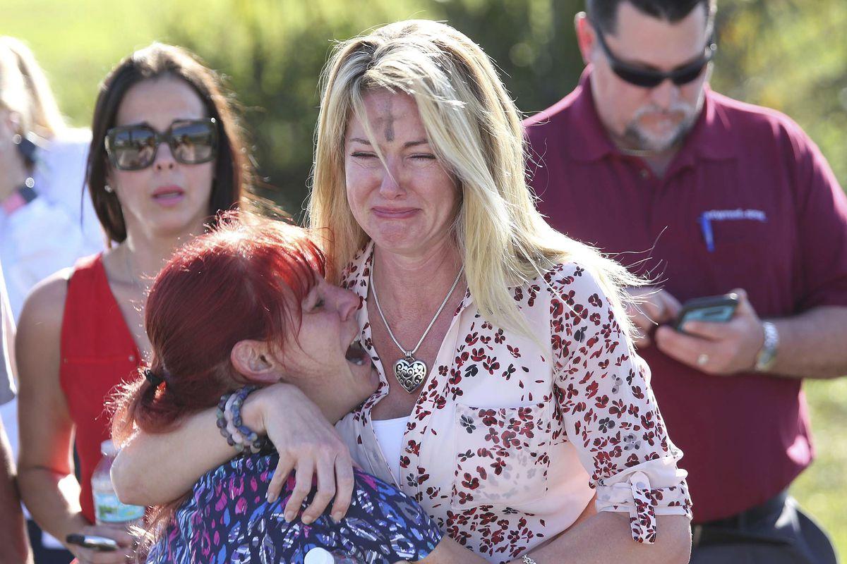 Најмалку седум ученици убиени   над 20 ранети во пукотница во училиште на Флорида