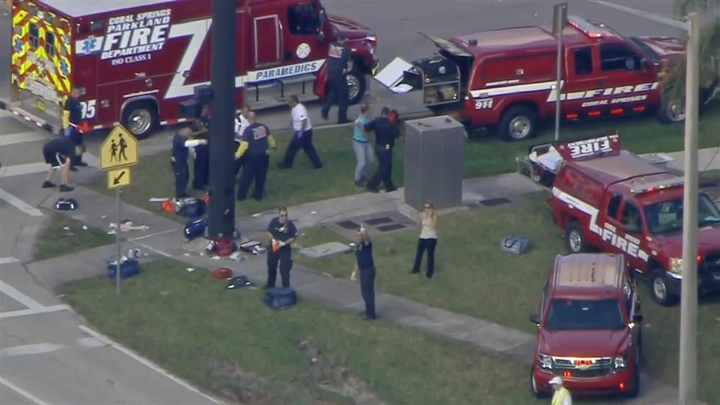 Најмалку 20 ученици повредени во пукотница во Флорида