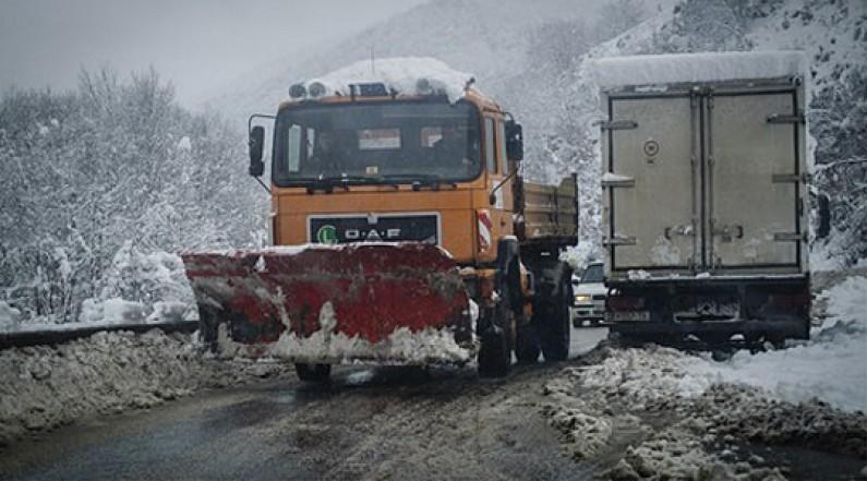 Укината забраната за камиони на превојот Пресека