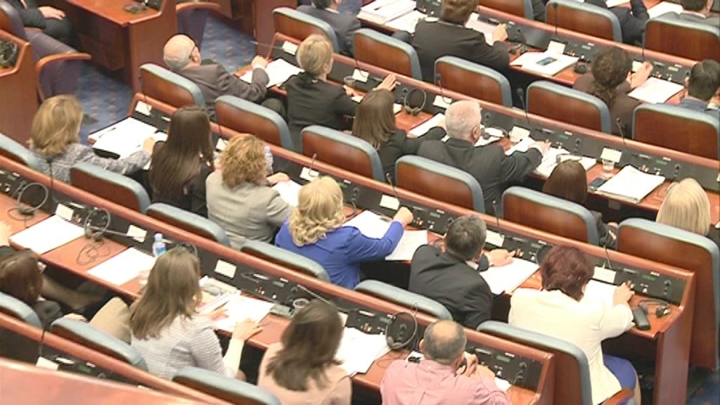 Про и контра ставови за законот за јазиците