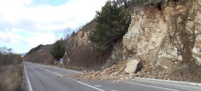 Одрон на патот Велес Градско  сообраќајот во прекин