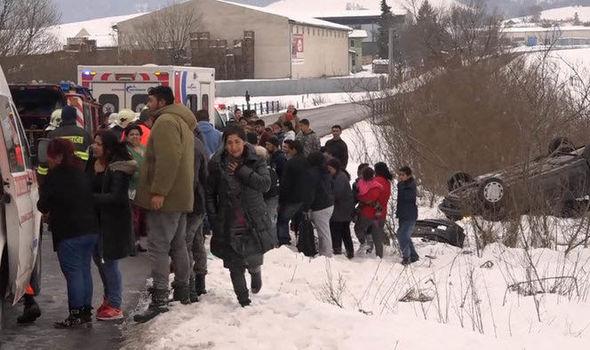 avtomobil-vleta-vo-grupa-deca-12-povredeni