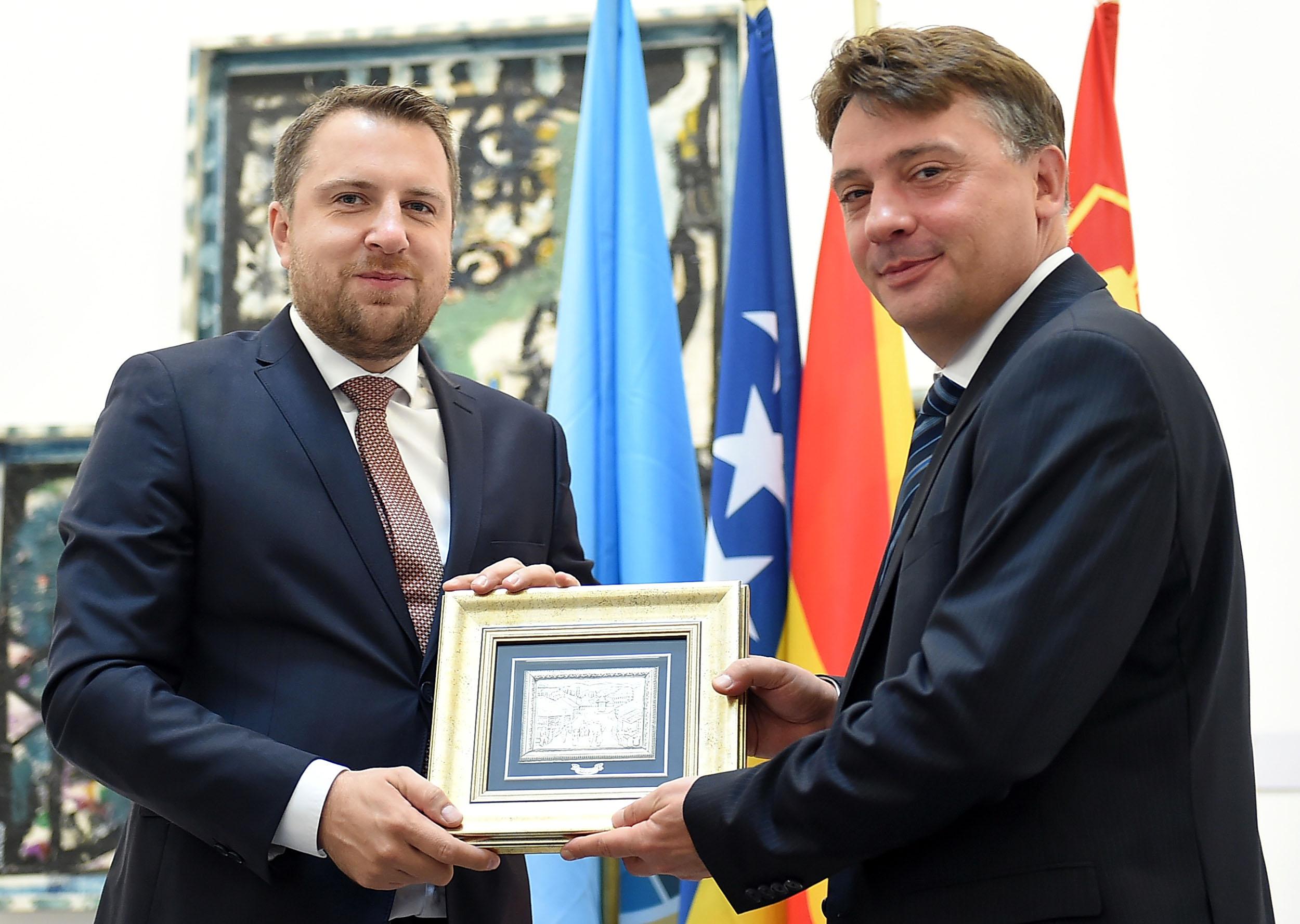 Се збратимија Скопје и Сараево