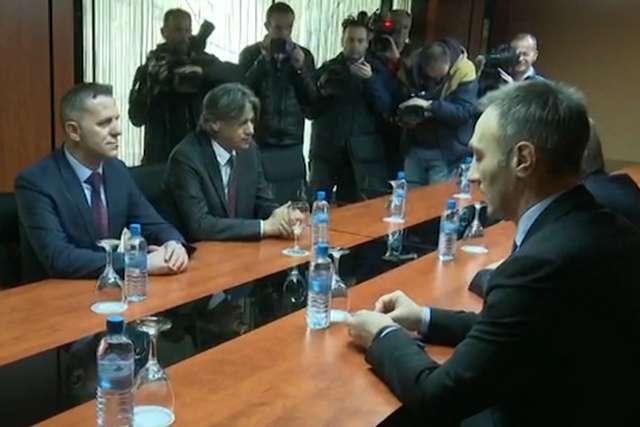 Албанските политички партии чекаат ВМРО ДПМНЕ и СДСМ да се договорат