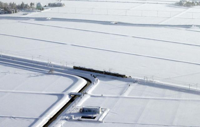 Јапонија  Снегот блокираше пруга  воз со 430 луѓе стоеше 15 часа