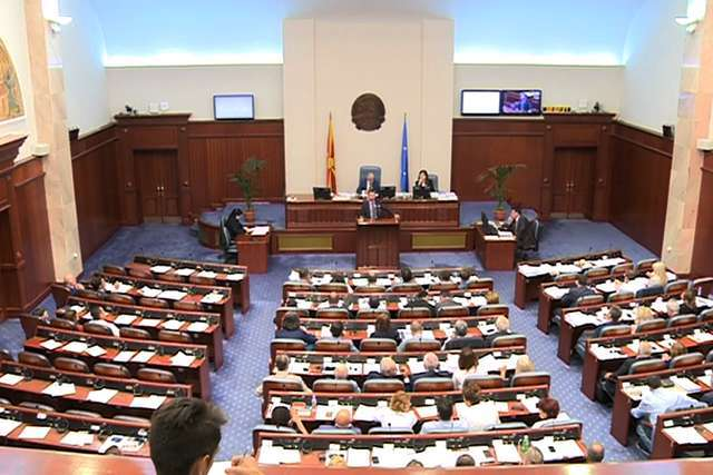 Интерпелациите за министрите Николовски и Царовска во Собранието