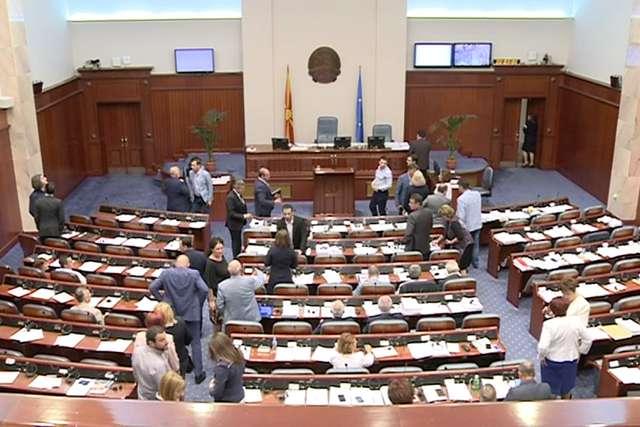 Кавга во Собранието за законот за употреба на јазиците