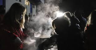 Жителите на погодената област во Грција, втора ноќ минуваат на отворено (ВИДЕО)