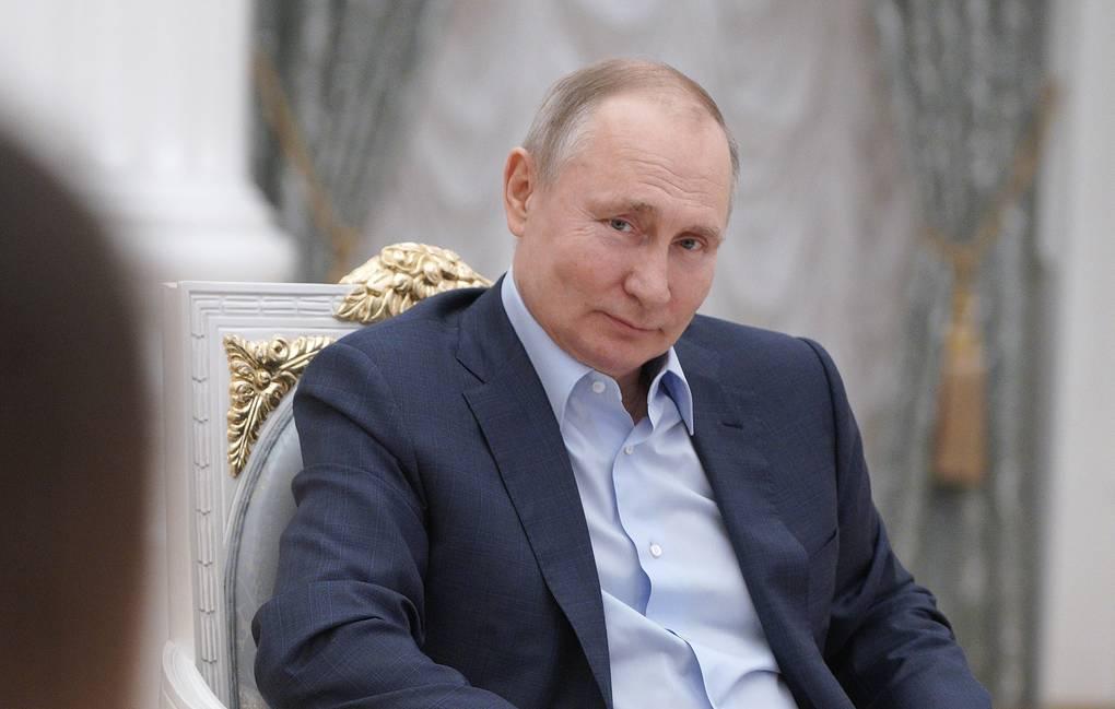 Путин: Социјалните мрежи ги вовлекуваат децата во дрога и простититуција