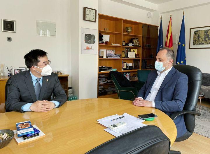 Филипче: Со кинескиот амбасадор Ѕуо разговаравме да се забрза испораката на 200.000 вакцини