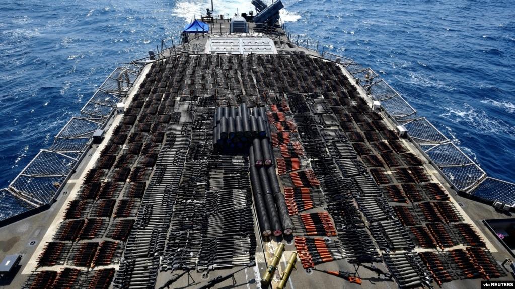 Американските морнарица заплени оружје од нелегален брод во Арапското Море