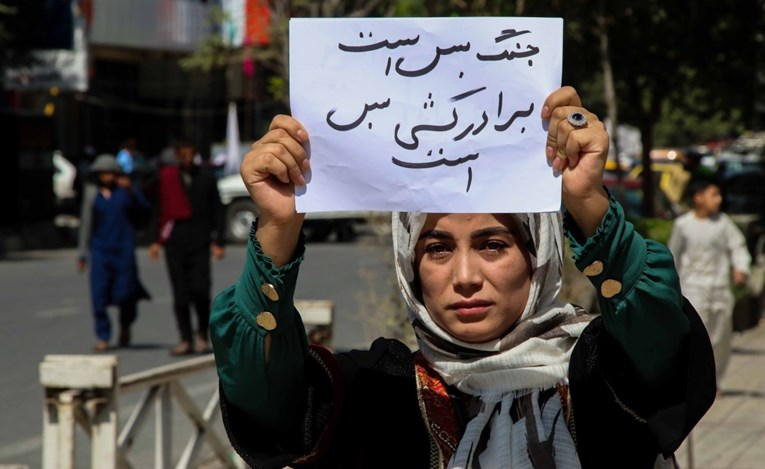 Талибанците го укинаа Министерството за жени и воведоа полиција за чување на моралот