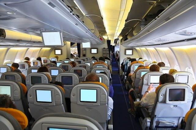 Во Италија од денеска се забранети кабински куфери во авионите