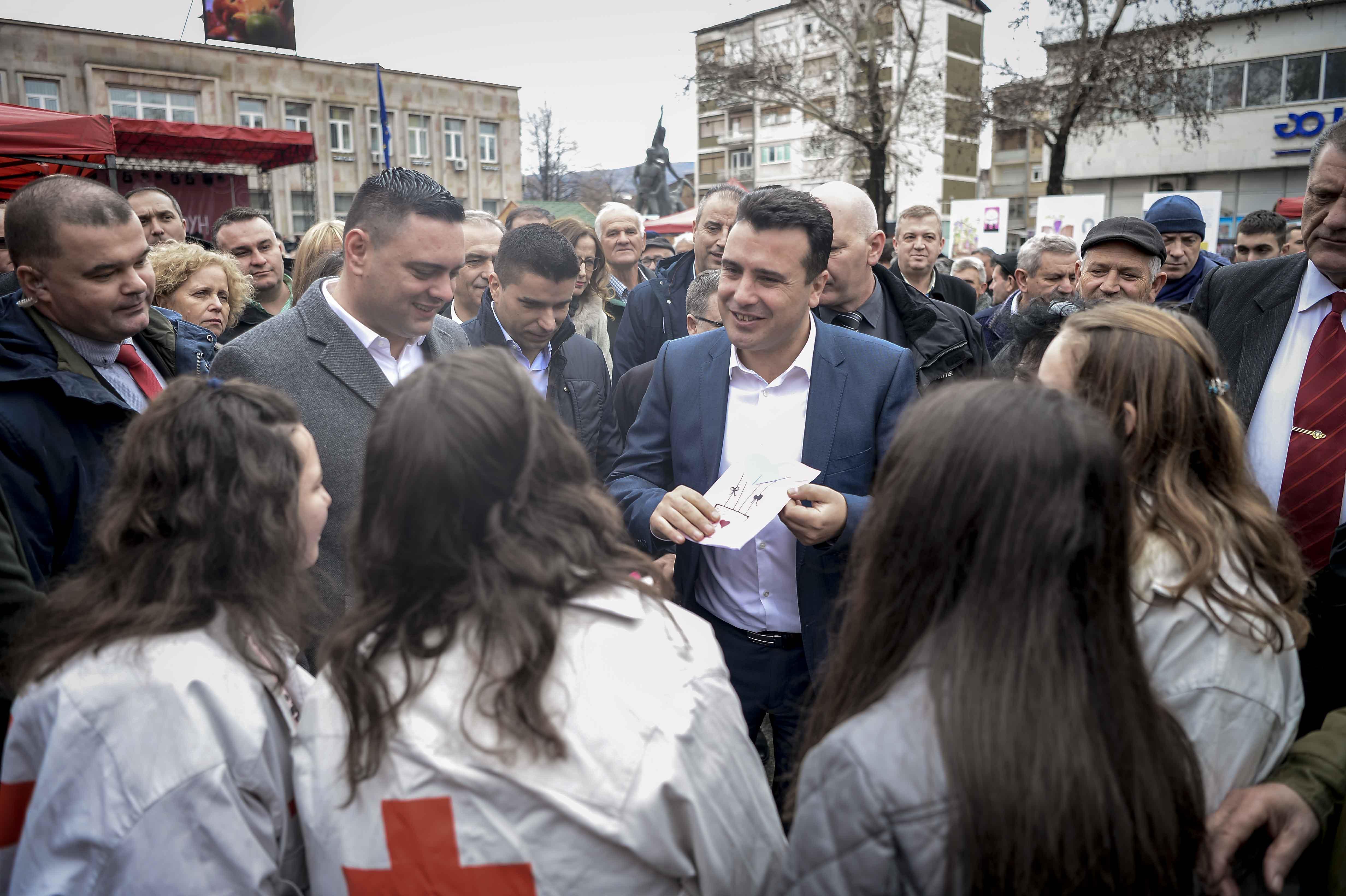Премиерот Заев во посета на Тиквешијата  Остануваме партнер на лозарите и за поголема откупна цена
