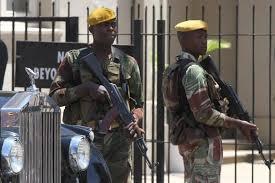 Воен удар во Зимбабве   вечниот лидер во притвор